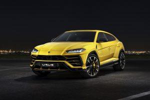 Lamborghini Urus at night