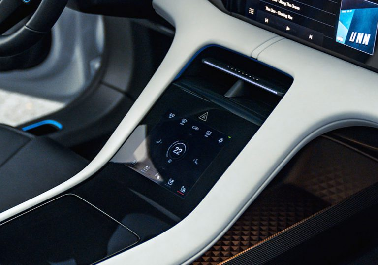 Porsche Mission E Cross Turismo Centre Console