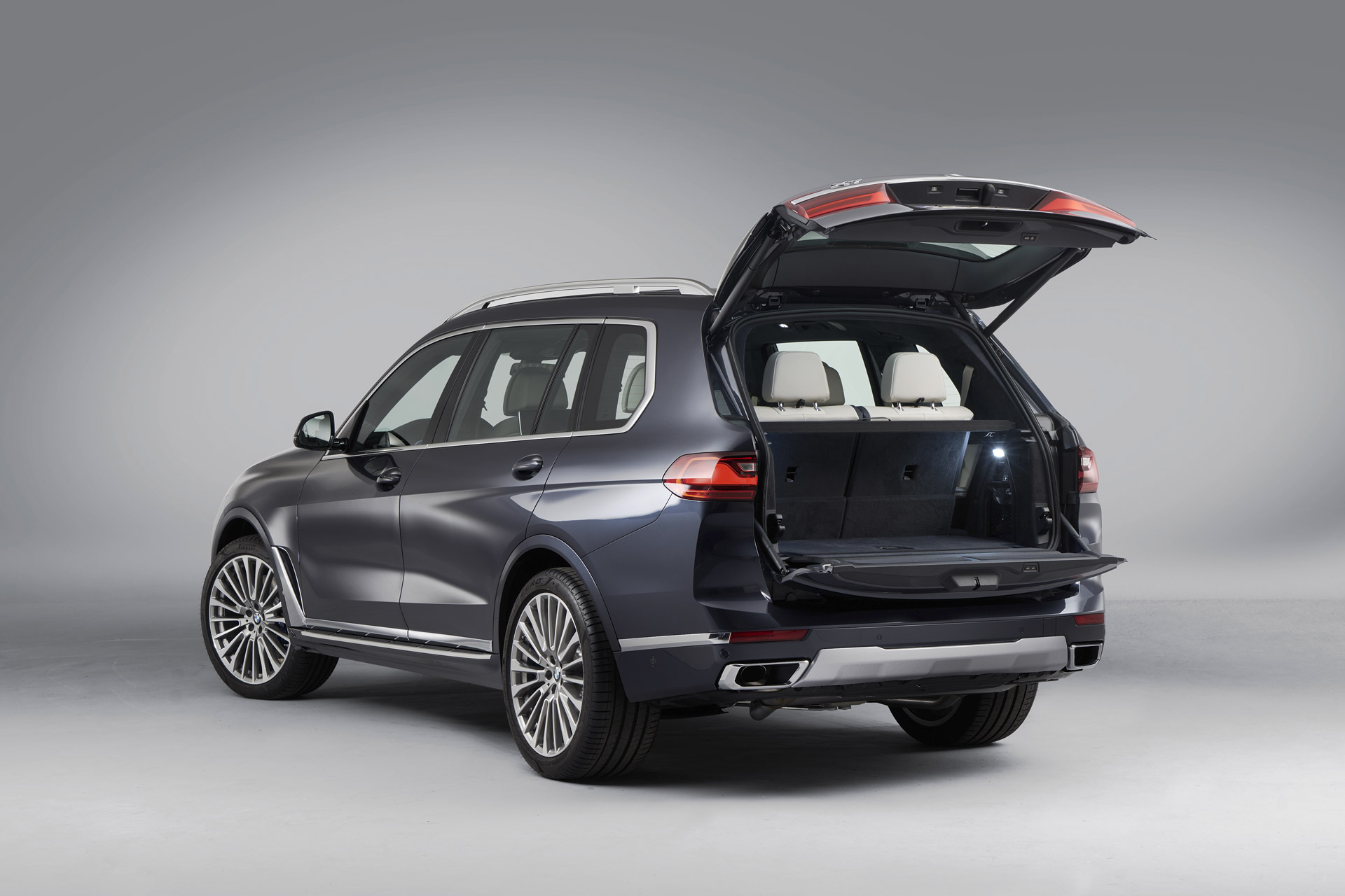 BMW X7 Split Tailgate