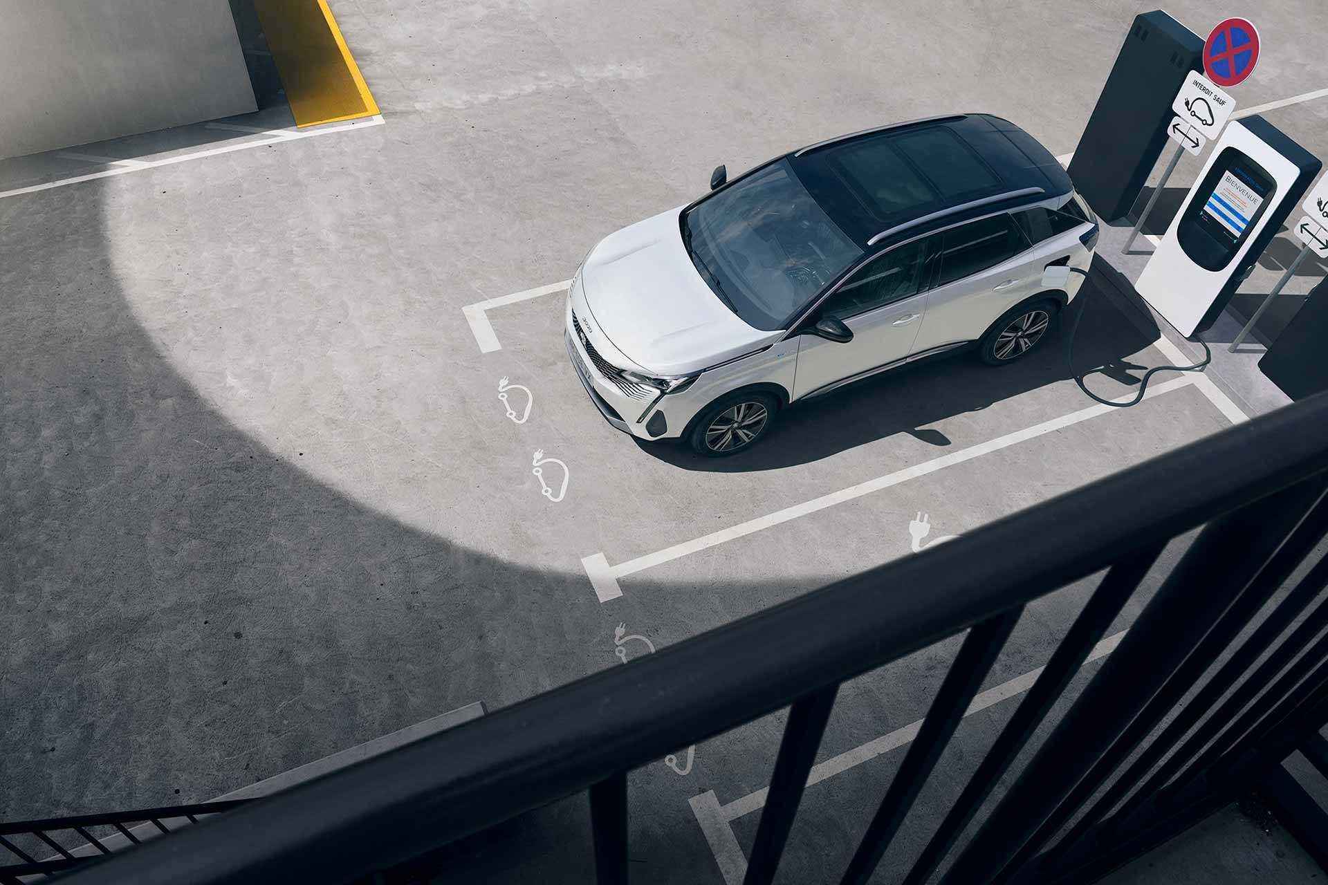 Peugeot 3008 SUV PHEV charging